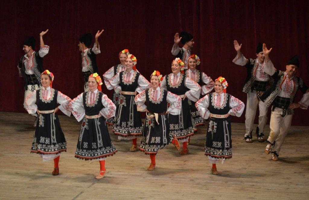 Празничен фолклорен концерт на представителните ансамбли 2017